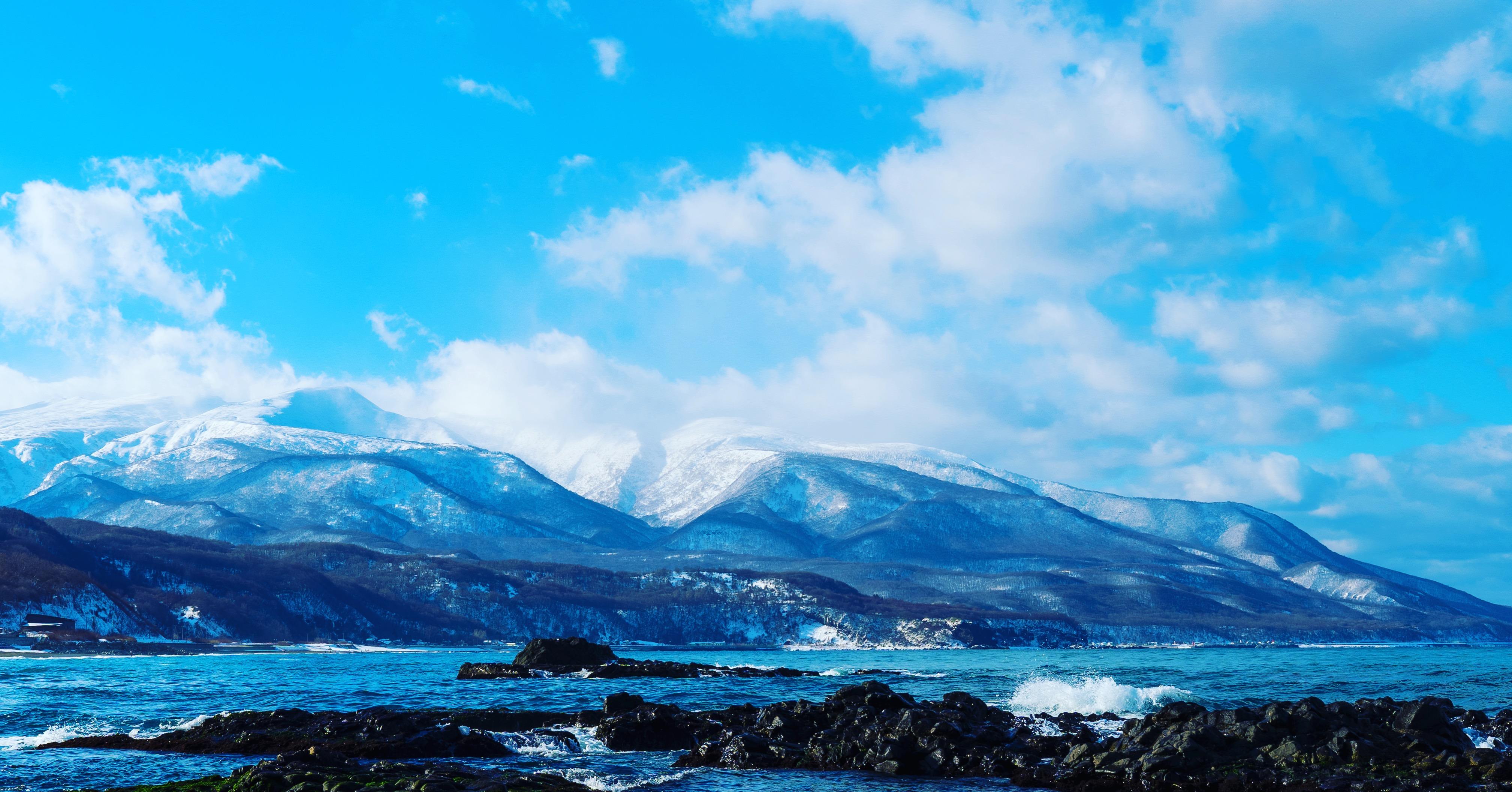 島牧村の海と山と空