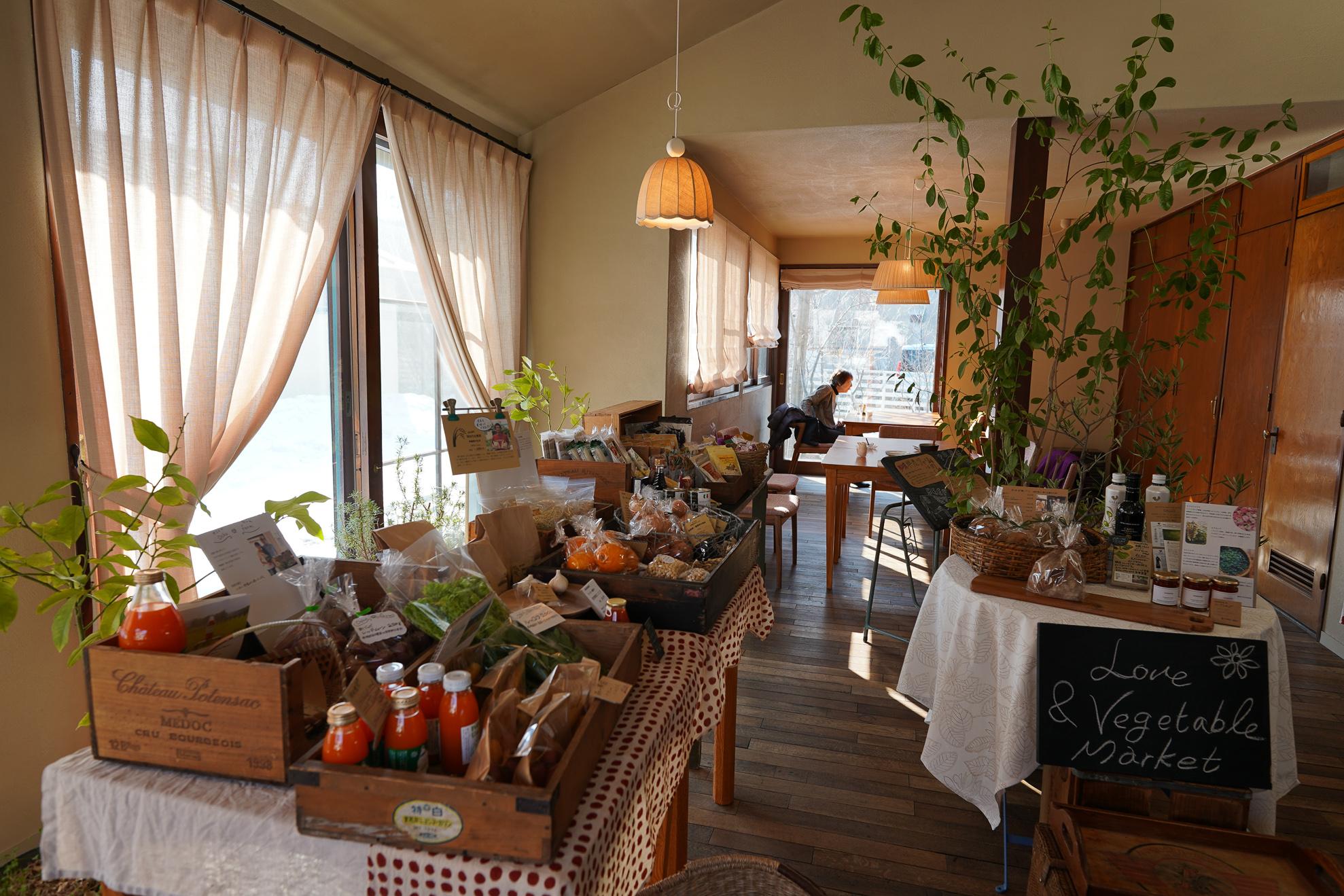 採光をよく考えられた素敵なカフェ