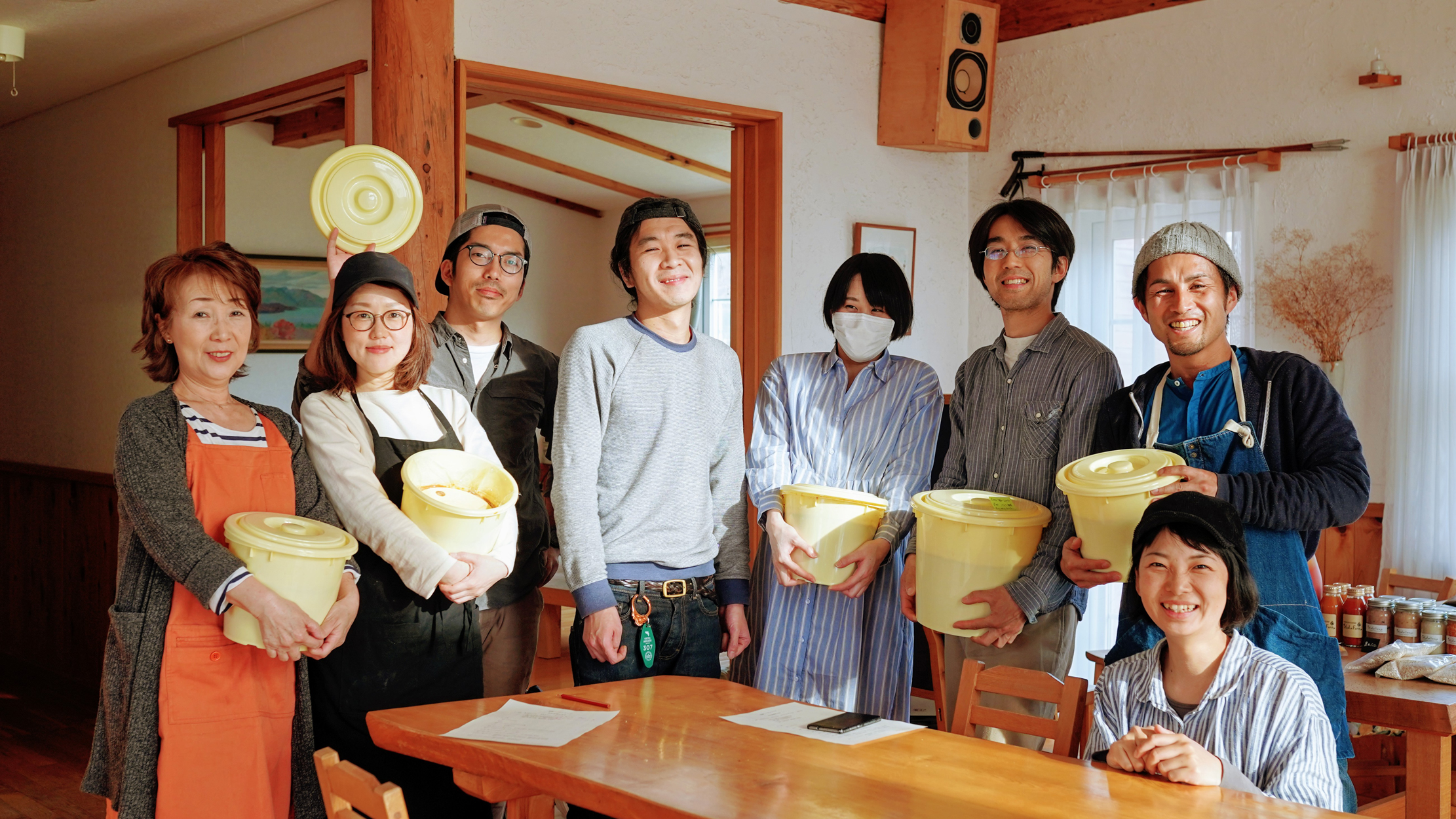 たくさんの仲間と発酵させる味噌作り